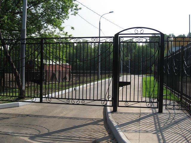 Ворота металлические - гаражные, дачные и другие.  По чертежам или схемам заказчика, либо по стандартным размерам.
